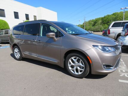2017_Chrysler_Pacifica_Touring-L_ Memphis TN
