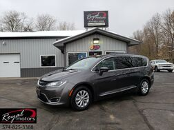 2017_Chrysler_Pacifica_Touring-L_ Middlebury IN
