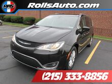 2017_Chrysler_Pacifica_Touring-L_ Philadelphia PA