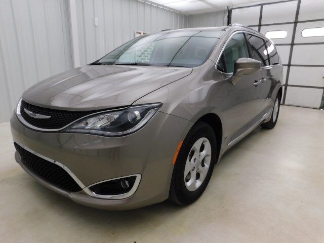 2017 Chrysler Pacifica Touring-L Plus FWD Manhattan KS