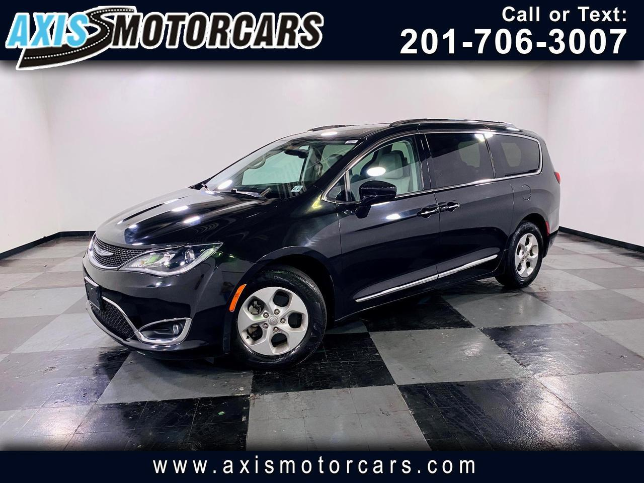 2017 Chrysler Pacifica Touring-L Plus FWD w/Backup Camera Navigation 3 Se