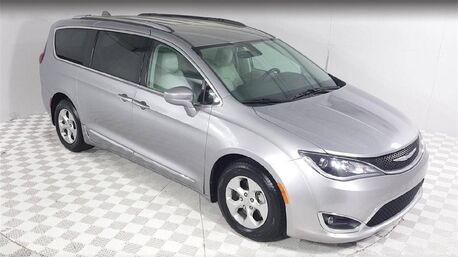 2017_Chrysler_Pacifica_Touring L Plus /NAV/CAM/KEYLESS GO&ENTRY/REAR DISPLAY_ Euless TX