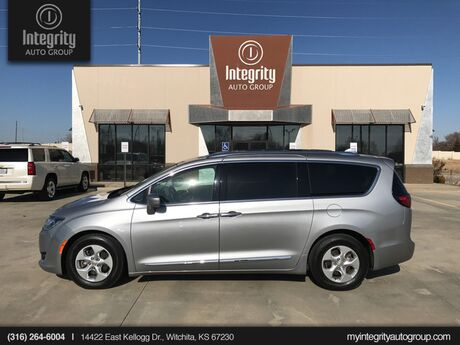 2017 Chrysler Pacifica Touring-L Plus Wichita KS