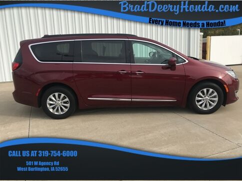 2017_Chrysler_Pacifica_Touring L_ West Burlington IA