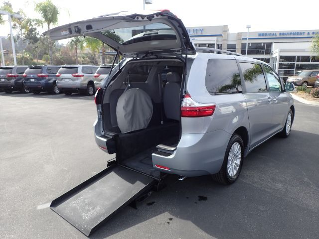 2017 FMI Toyota Sienna Kneelvan Wheelchair Accessible Van Anaheim CA