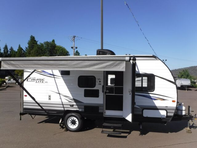 2017 FOREST RIVER SALEM 172BH TRAVEL TRAILER 21' Roseburg OR