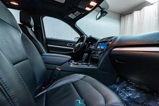 2017 Ford Explorer AWD XLT Leather Roof Nav BCam Red Deer AB