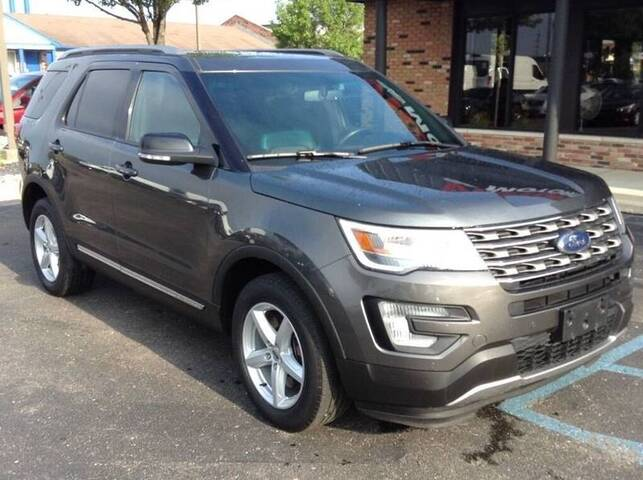 2017 Ford Explorer XLT AWD 4dr SUV Chesterfield MI