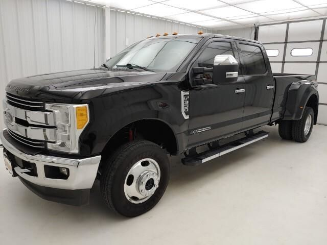 2017 Ford Super Duty F-350 DRW Lariat 4WD Crew Cab 8' Box Manhattan KS
