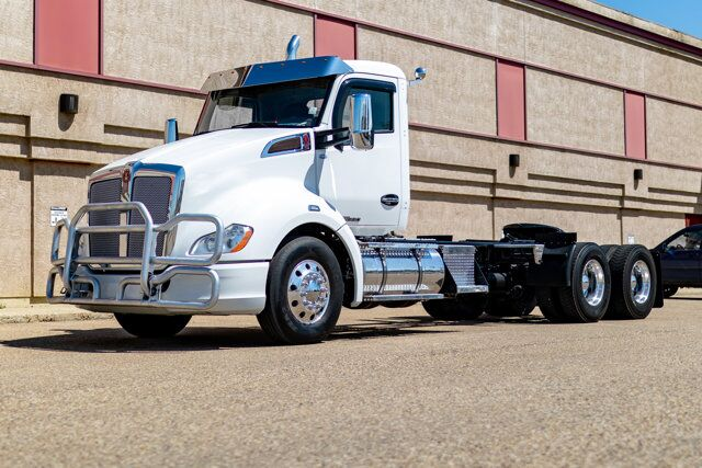 2017 Kenworth T-680 Daycab Tractor Red Deer AB
