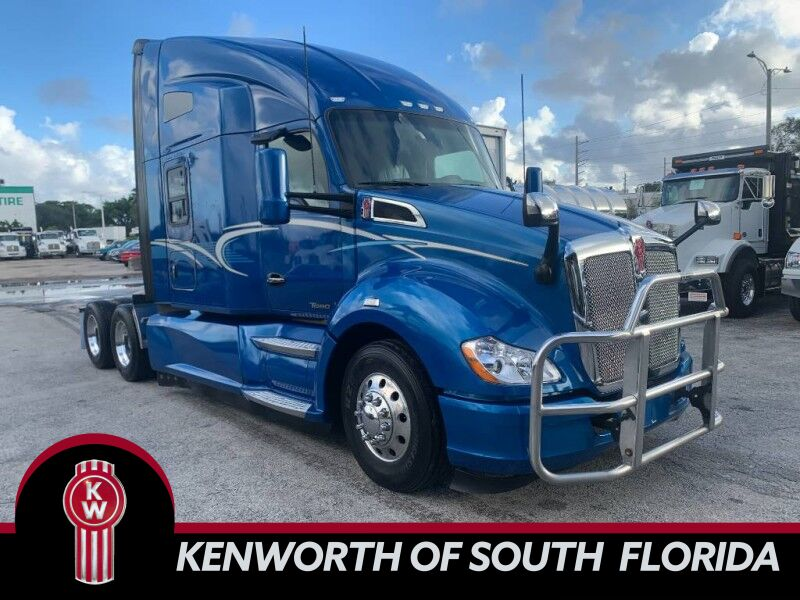 "2017 Kenworth T680 76"" AERODYNE SLEEPER Fort Lauderdale FL"