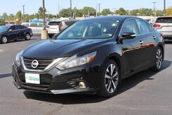 2017_Nissan_Altima_2.5 SR_ Fort Wayne Auburn and Kendallville IN