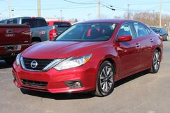 2017_Nissan_Altima_2.5 SV_ Fort Wayne Auburn and Kendallville IN