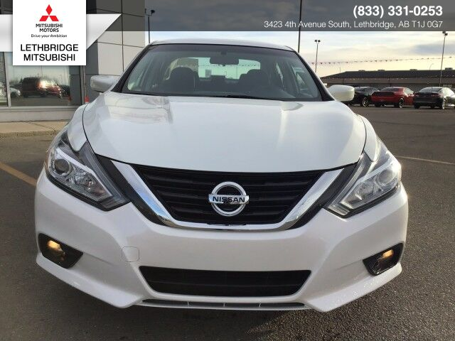 2017 Nissan Altima 2.5 SV, KEYLESS ENTRY, REMOTE STARTER, BLIND SPOT DETECTION, BACK UP CAMERA, DUAL CLIMATE CONTROL AND SUNROOF IN BEAUTIFUL PEARL WHITE! 2.5 SV Lethbridge AB