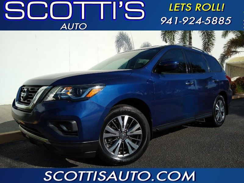 2017 Nissan Pathfinder SV~3RD ROW SEAT~ 1-OWNER~ CLEAN CARFAX~ GREAT COLOR AND PRICE~ EASY ONLINE FINANCE AND SHIPPING AVAILABLE! Sarasota FL