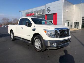 2017_Nissan_Titan_4x4 King Cab SV_ Richmond KY