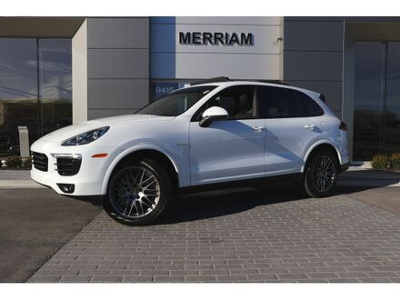 2017_Porsche_Cayenne_S E-Hybrid_ Merriam KS
