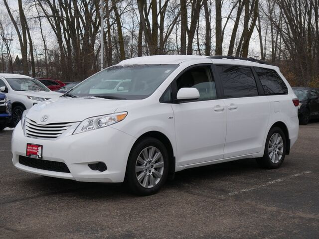 2017 TOYOTA SIENNA LE Inver Grove Heights MN