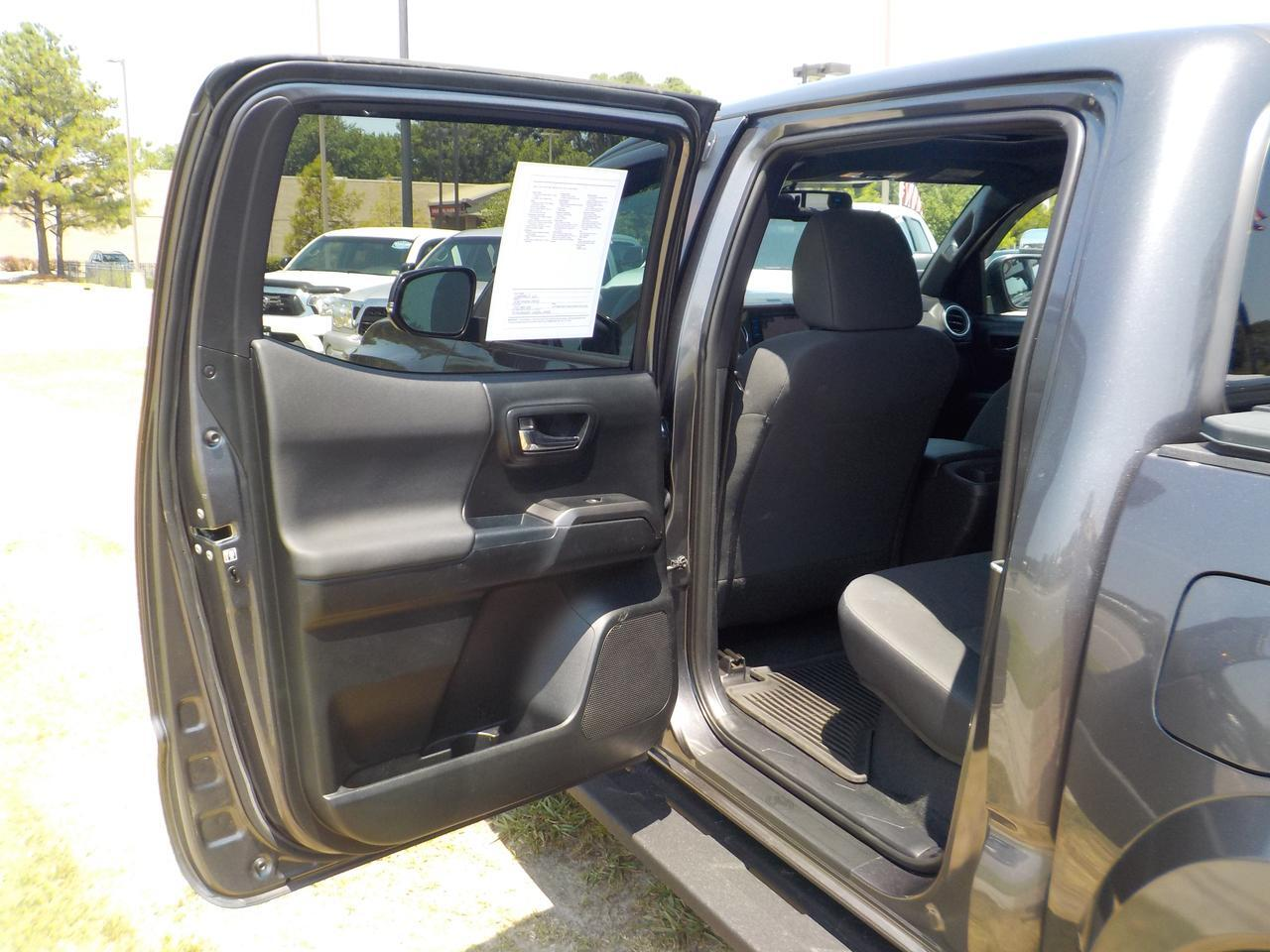 2017 TOYOTA TACOMA DOUBLE CAB SR5 4X4, ONE OWNER, LEATHER, NAVI, HEATED SEATS, HARD TONNEAU COVER, ONLY 35K MILES! Virginia Beach VA