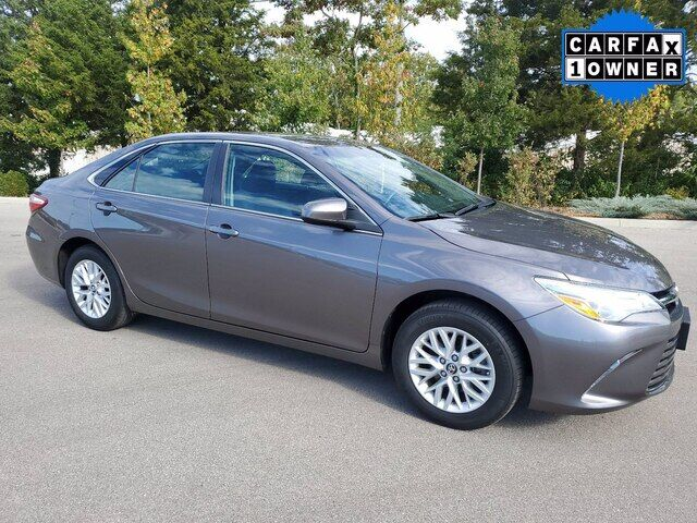 2017 Toyota Camry LE w/ NEW TIRES