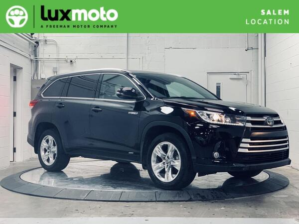 2017_Toyota_Highlander_AWD Limited Platinum Lane Departure Alert_ Salem OR