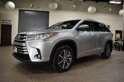 2017_Toyota_Highlander_Hybrid XLE_ Boston MA