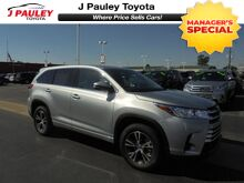 2017_Toyota_Highlander_LE Model Year Closeout!_ Fort Smith AR