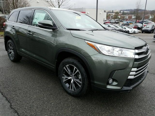 2017 Toyota Highlander LE Plus Cranberry Twp PA