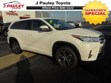 2017_Toyota_Highlander_LE Plus Model Year Closeout!_ Fort Smith AR