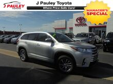 2017_Toyota_Highlander_XLE Model Year Closeout!_ Fort Smith AR