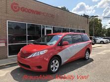 Toyota Sienna LE Mobility 2017
