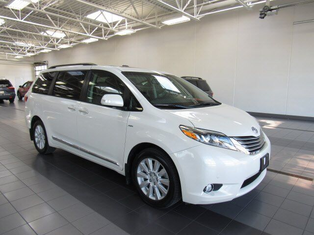 2017 Toyota Sienna Limited Green Bay WI