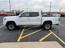 2017_Toyota_Tacoma_Limited Double Cab V6 6AT 4WD_ Jacksonville IL