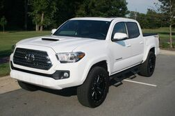 Toyota Tacoma Loaded - Premium Technology Package - Towing Package - Navigatio 2017