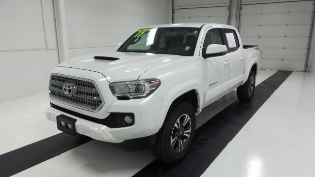 2017 Toyota Tacoma SR Double Cab 5' Bed V6 4x4 AT Topeka KS