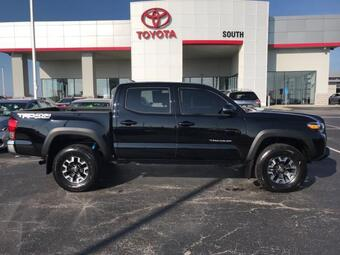 2017_Toyota_Tacoma_TRD Off Road Double Cab 5' Bed V6 4_ Richmond KY