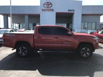 2017_Toyota_Tacoma_TRD Sport Double Cab 5' Bed V6 4x4_ Richmond KY