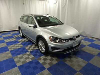 2017_Volkswagen_Golf Alltrack_TSI SE 4Motion_ Inver Grove Heights MN