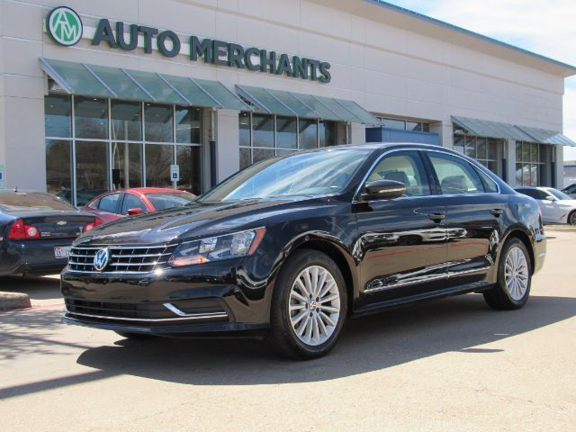 2017 Volkswagen Passat SE 6A LEATHER, SUNROOF, HEATED SEATS, BLIND SPOT MONITOR, BACKUP CAMERA, BLUETOOTH CONNECTIVITY Plano TX