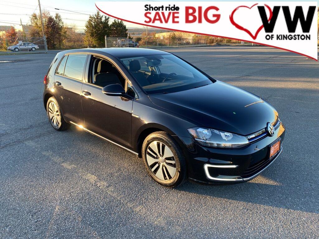 2017_Volkswagen_e-Golf_SE_ Kingston NY