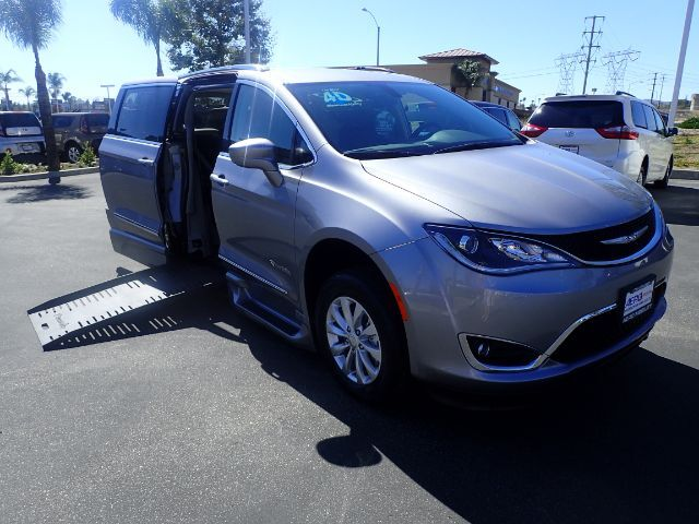 2018 BraunAbility Chrysler Pacifica Touring-L w/ Power Foldout Ramp Anaheim CA