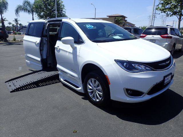 2018 BraunAbility Chrysler Pacifica XT Power Foldout Anaheim CA