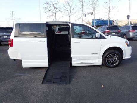 2018 BraunAbility Dodge Grand Caravan CompanionVan R/T w/ Power Foldout Ramp Anaheim CA