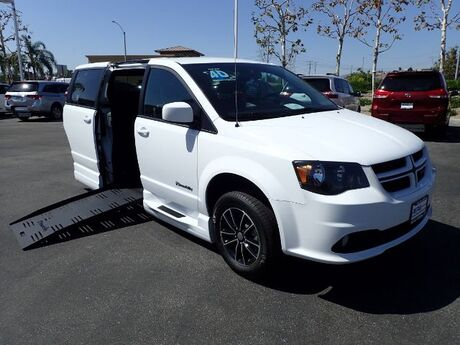 2018 BraunAbility Dodge Grand Caravan GT w/ Power Ramp Anaheim CA