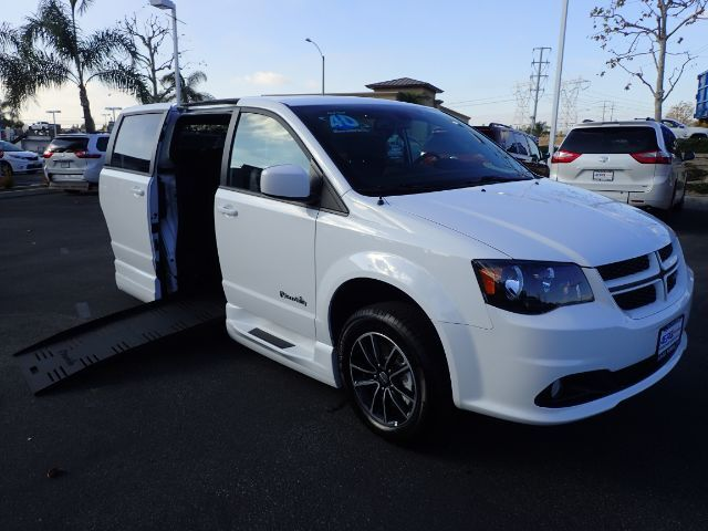 2018 BraunAbility Dodge Grand Caravan R/T w/ Power Infloor Ramp Anaheim CA