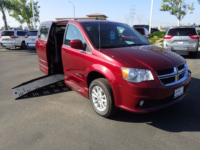 2018 BraunAbility Dodge Grand Caravan SXT w/ Power Ramp Anaheim CA