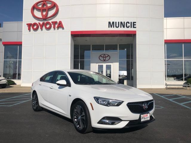 2018 Buick Regal Sportback 4dr Sdn Essence FWD Muncie IN