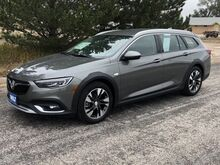 2018_Buick_Regal TourX_Essence_ Kimball NE