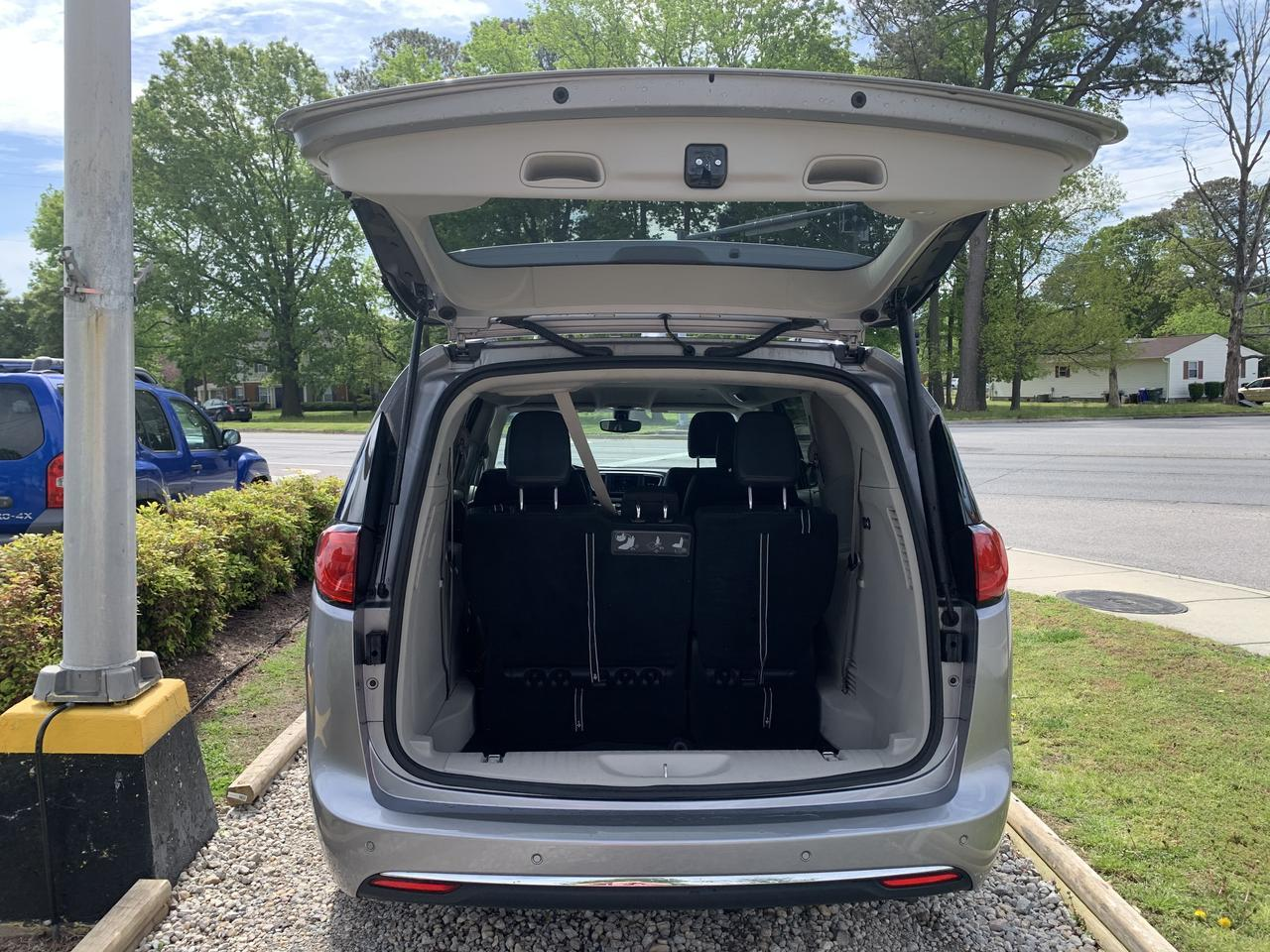 2018 CHRYSLER PACIFICA TOURING L, WARRANTY, LEATHER, 3RD ROW, HEATED SEATS, BLUETOOTH, BACKUP CAM, SIRIUS RADIO! Norfolk VA