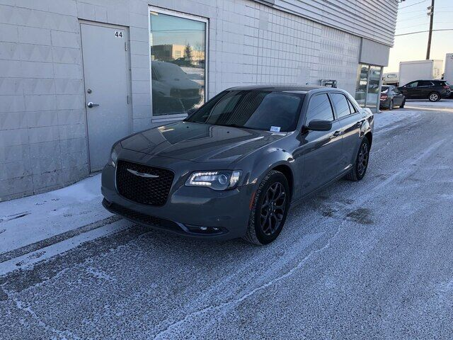 2018 Chrysler 300 S/ AWD/ HTD SEATS *ULTIMATE CRUISER* Calgary AB
